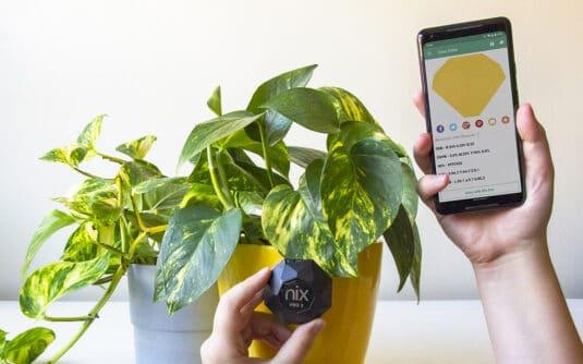 Nix Pro 2 Color Sensor scanning yellow flower pot