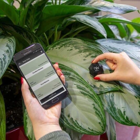 Color Sensor scanning leaf