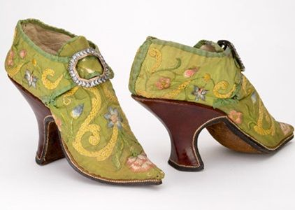 Chartreuse colored accessories from the 1800s